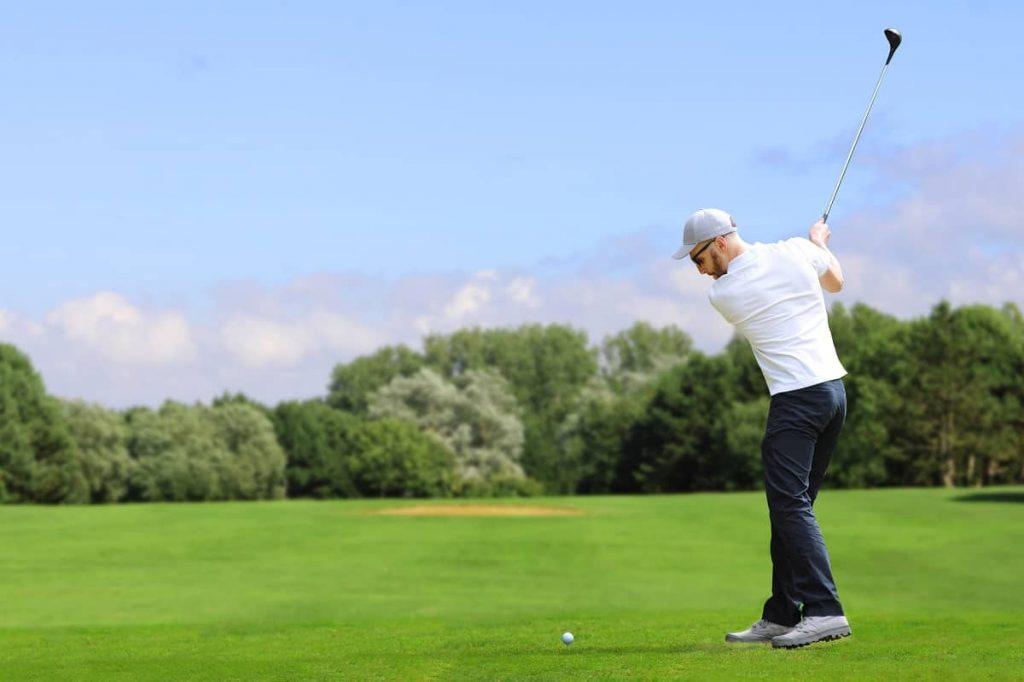 Hip-Turn-In-Golf-Swing-golfswingremedy.com